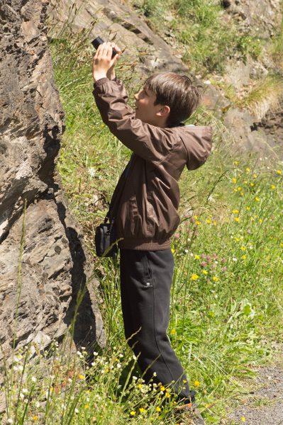 Un jeune botaniste en herbe